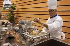 主人的厨师2013年在米兰,意大利 库存图片