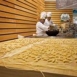 主人的厨师2013年在米兰,意大利 库存照片