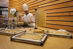 主人的厨师2013年在米兰,意大利 免版税库存照片