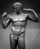 人的完善的身体古老男性雕象 库存图片
