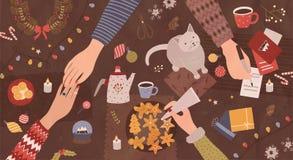 人的手坐在桌附近和为圣诞节-做做准备欢乐装饰,写在贺卡 库存例证