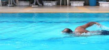 人的游泳。 库存图片