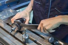 人的用途板钳锁碾碎的工具CNC汇编 免版税库存照片