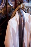 人的男式衬衫和领带 免版税库存照片
