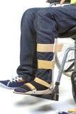年轻人的矫形设备轮椅的-接近  免版税库存图片