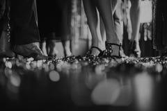 人的腿舞厅党休闲概念 图库摄影