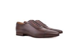 人的鞋带礼鞋,设计与一个亭亭玉立的瘦长的脚趾 图库摄影