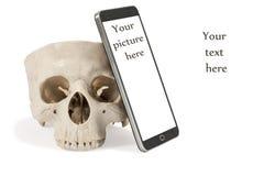 人的头骨和智能手机 免版税库存图片