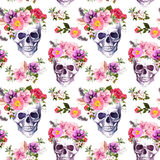 人的头骨,花 无缝的模式 水彩 免版税库存图片