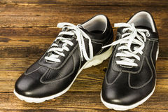 黑人皮革人的鞋子 库存图片