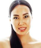 年轻人相当亚裔妇女用在白色背景隔绝的面孔的手,时髦的时尚医疗保健人概念 免版税库存图片