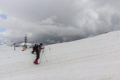 人看在Elbrus顶部 免版税库存照片