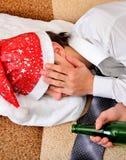 年轻人睡眠用啤酒 库存照片