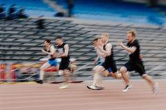 人短跑选手赛跑者在100米 库存照片
