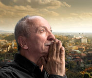 人祈祷的前辈 库存图片