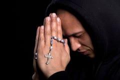 人祈祷的年轻人 库存图片