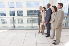 人种间男人&妇女企业小组 免版税库存照片