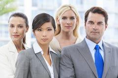 人种间男人&妇女企业小组 库存照片