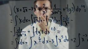 人科学家认为在积分方程的解答 数学家解决问题 影视素材
