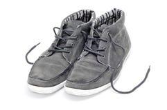 人穿上鞋子绒面革 库存照片