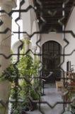 人类和他的格拉纳达Albaicin阿尔罕布拉宫阿拉伯市遗产 免版税库存照片