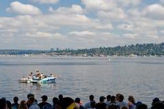 人群与氢结合的种族seafair星期天 免版税图库摄影