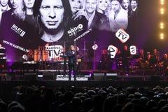 人群和一般大气在维克托Drobysh第50个年生日音乐会期间在巴克来中心 库存图片