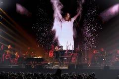 人群和一般大气在维克托Drobysh第50个年生日音乐会期间在巴克来中心 库存照片