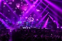 人群和一般大气在维克托Drobysh第50个年生日音乐会期间在巴克来中心 图库摄影