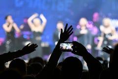 人群和一般大气在维克托Drobysh第50个年生日音乐会期间在巴克来中心 免版税库存图片