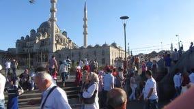 人群在伊斯坦布尔 股票视频