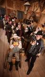 人群开枪严重的交谊厅 免版税库存照片