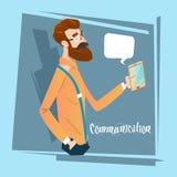 人聊天的发短信,使用细胞巧妙的电话社会网络通信的商人 库存例证