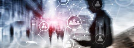人联系和组织结构 束起通信有概念的交谈媒体人社交 事务和通讯技术概念 库存照片