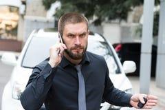 人联系在电话 免版税图库摄影