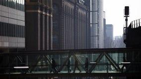 人行桥的伦敦通勤者 股票录像