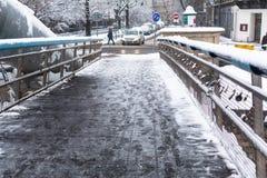 人行桥Ojca Bernatka -在维斯瓦河的桥梁 图库摄影