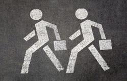 人行道的标志在路的 配合 免版税图库摄影
