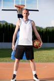年轻人街道篮子球员画象  免版税图库摄影