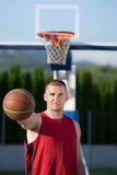 年轻人街道篮子球员画象  免版税库存图片
