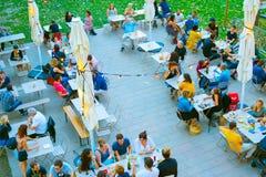 人街道餐馆天线法国 免版税图库摄影