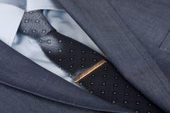 人衣服和领带 库存照片