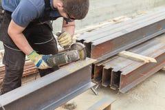 人裁减导电线钢产品 库存照片