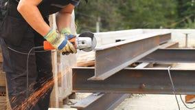 人裁减导电线钢产品 影视素材
