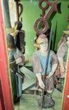 人装饰图从钟表机构的在老城市城堡的尖沙咀钟楼  Sighisoara市在罗马尼亚 免版税库存照片