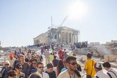 人观光的帕台农神庙在希腊 免版税图库摄影
