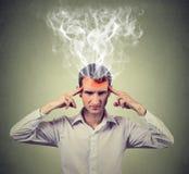 人认为非常强烈地有头疼 人面表示 免版税库存照片