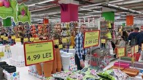 人购物在超大大型超级市场 股票视频