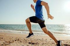 人赛跑者夏天奔跑 免版税库存图片