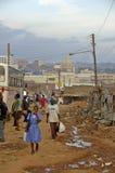 人走的低谷坎帕拉街道  库存照片